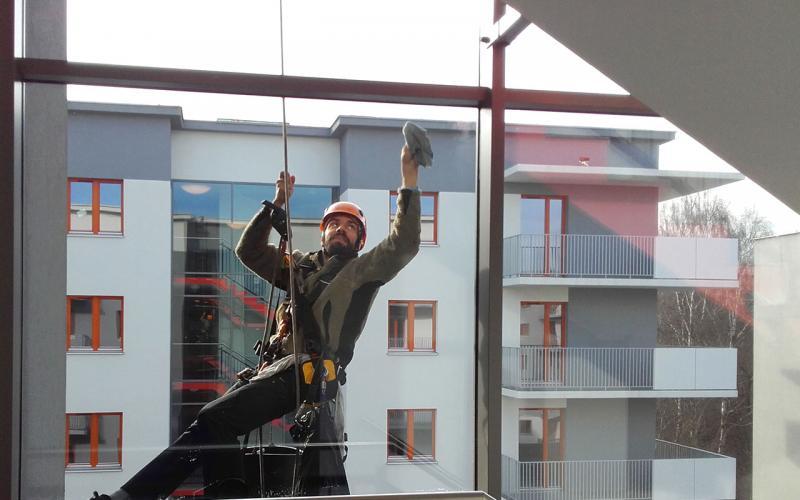 Mycie trudnodostępnych okien